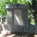 Restaurierte Grabstätte; Granit, Kalkstein