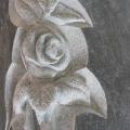 Grabstein mit Rose; Granit